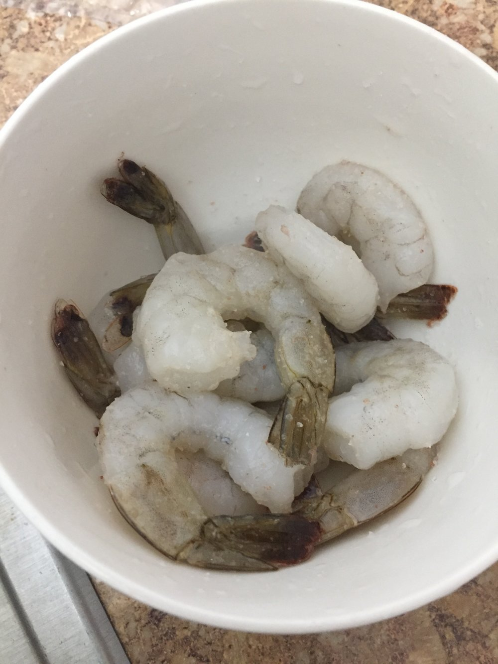 Rinse (and if necessary), defrost the shrimp. Season the raw shrimp with salt and pepper.