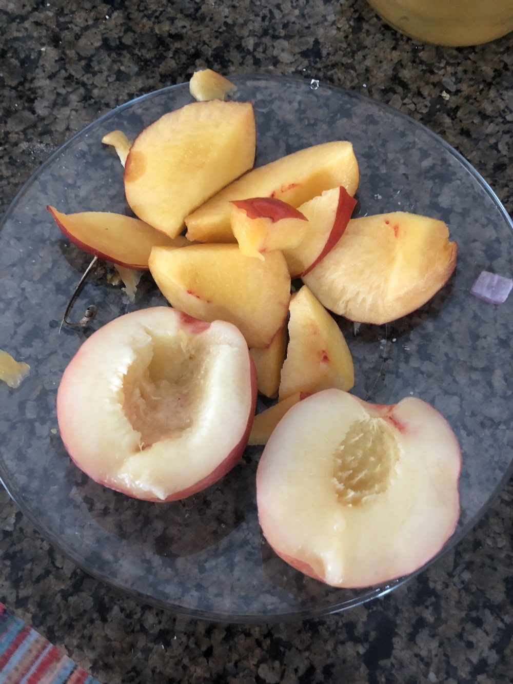 Cut the nectarines in grill-able (should be a word) pieces.