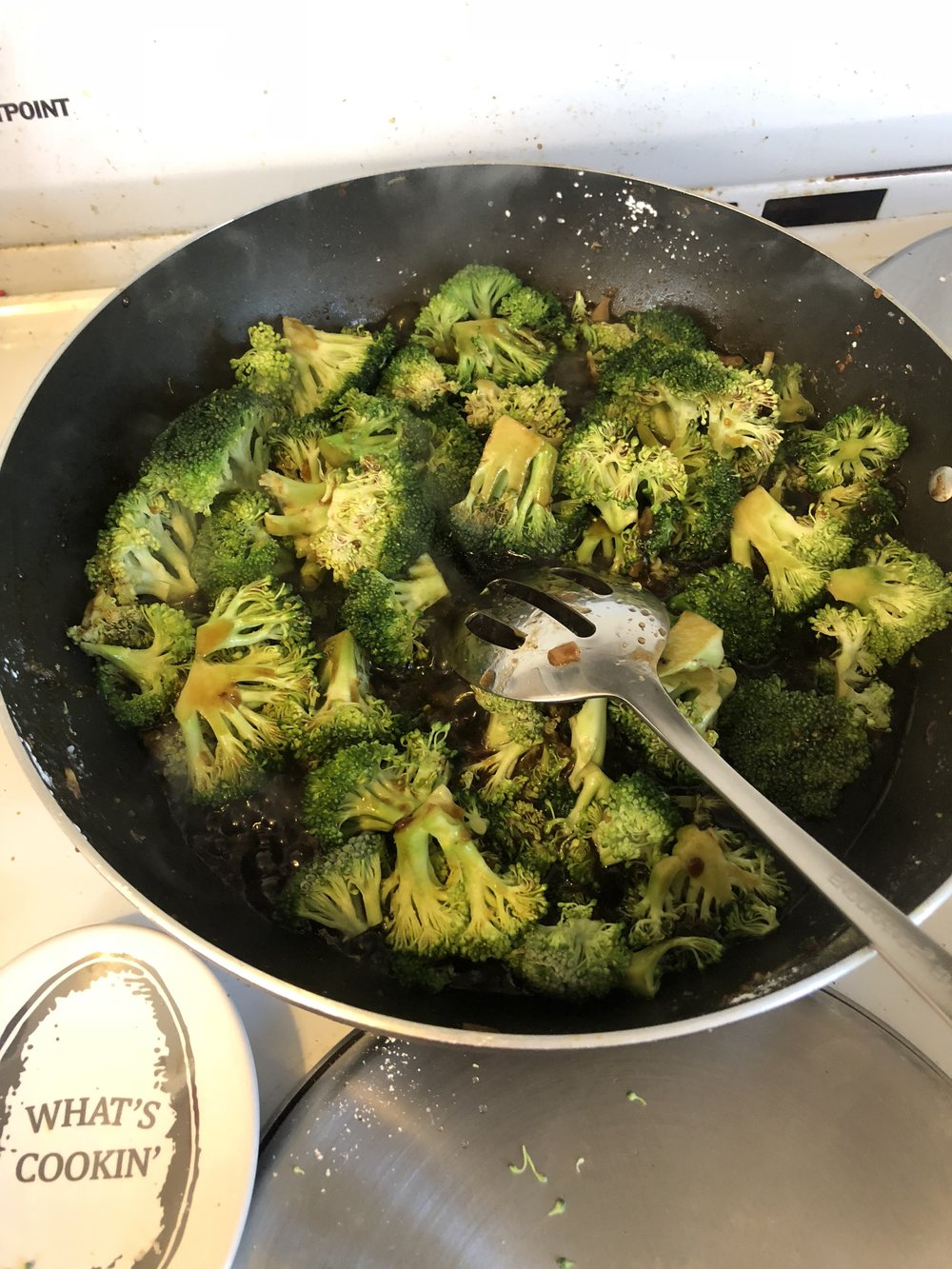 Add the broccoli to the pan and add the reserved liquid. Cook for 5-6 minutes and then add the beef. Stir and serve hot!