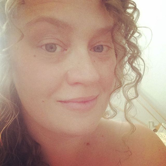 I had one of those dreams that was SO REAL (in a bad way) last night. All my loves were against me and no one had my back... took me quite a bit to shake that feeling! Does that happen to you too? #baddreams #crazy #mood #bedhead #curlyhair #curls #blueeyes #blonde #denver #colorado #letitgo
