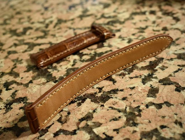 Carefully hand sewn before several coats of edge paint.  #leather #leathercraft #handmade #handsewn #watchband #watchgeek #watchesofinstagram #luxurywatches #luxuryleather #bespoke #customfit #details