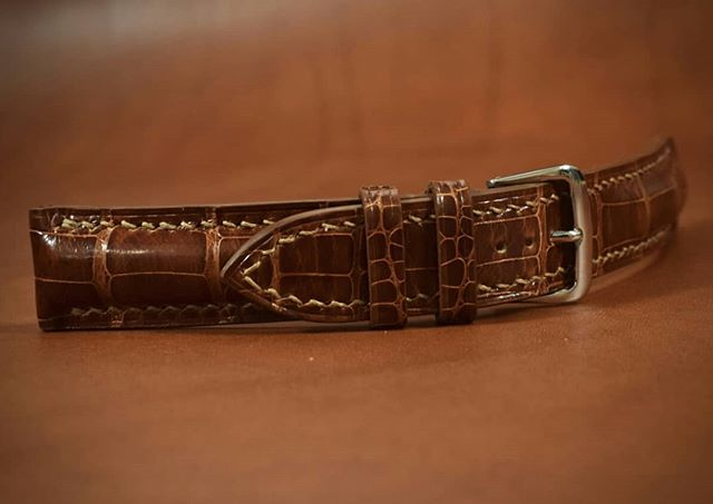 This one has been so enjoyable start to finish,  I'm sad to see it go.  18mm/16mm tapered, padded watch band Glazed peanut American alligator lined with Haas Barenia calf.  #watchband #watchgeek #watchesofinstagram #luxurywatches #luxuryleather #bespoke #customfit #handmade #handsewn #gator #alligator #calf #madeinamerica #madeincolorado #details #passion #homage #tribute