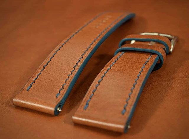 Surprise! I made this watch band too and you didn't even know it.  This has been a really popular color combo this year.  What's your favorite? -22mm/20mm taper chestnut buttero watch band  #contrasts #details #watchband #watchrepair #bespoke #customfit #saddlestitch #handmade #leather #Italianleather #frenchleather