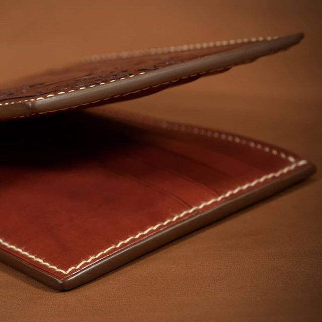 So smooth  #edges #smooth #time #patience #care #details #wallet #bifold #billfold #leatherwallet #leathergoods #fineleather  #leatherwork #handmade #handcrafted