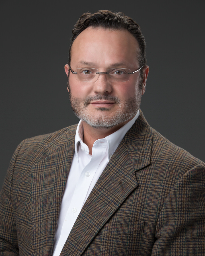 Nashville headshot photographer Michael Gomez