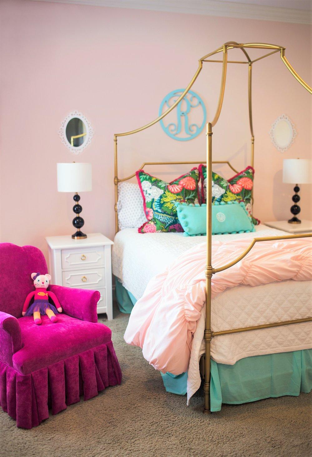 ellebrightdesigns.pinkgirlsroom.goldcanopybed.pinkchair.chiangmai
