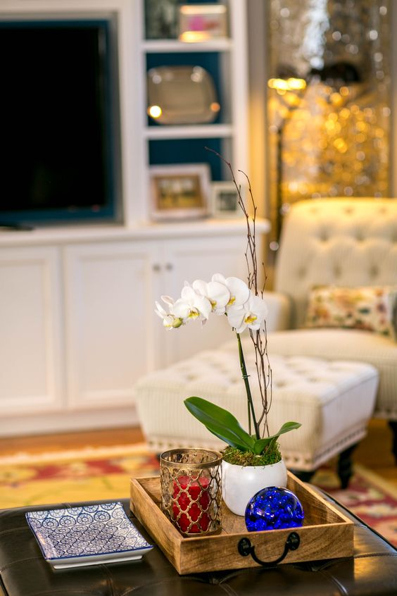 ellebrightdesigns.familyroom.cocktailottomanstyling.orchid.colorfulfamilyroom