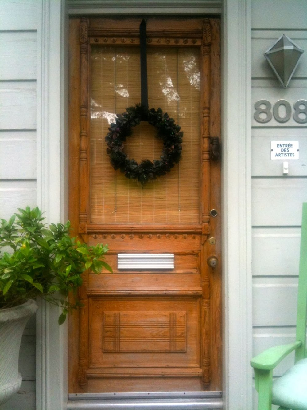 Interior designer Valorie Hart placed a Victorian mourning wreath on her front door after her beloved husband's death.