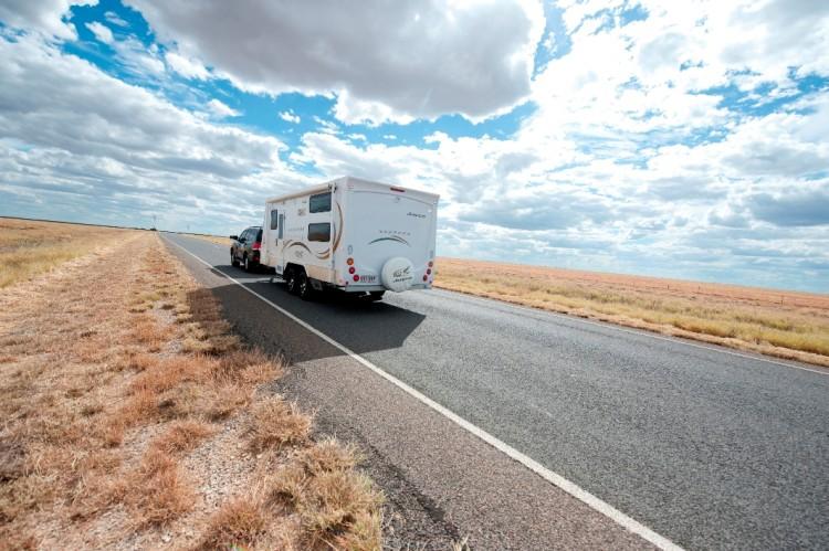 Caravan-flinders-highway-750x499.jpg