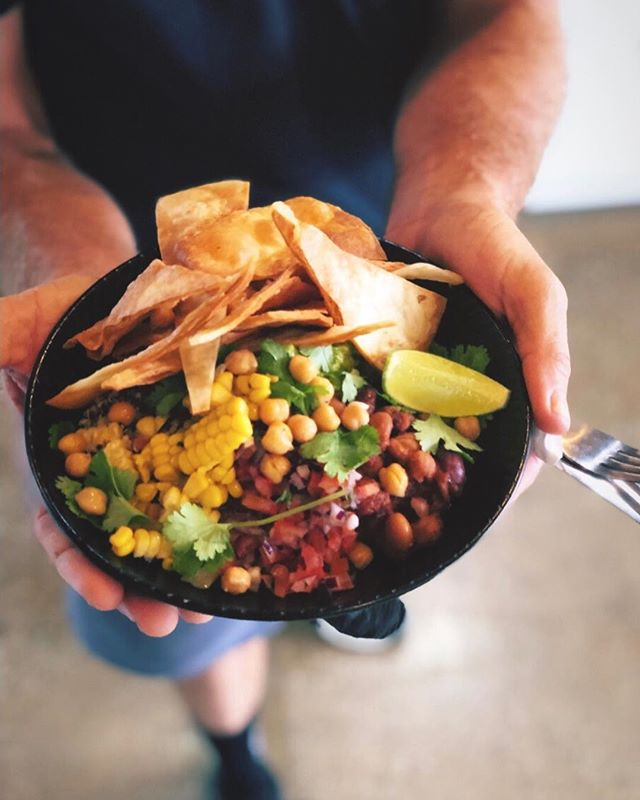 Vegan meals can be fun, even if Kymbo can't survive without meat 😂 This vegan burrito bowl is delicious 😋