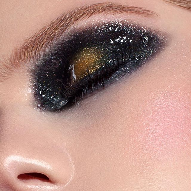 // Galaxy // • I do love glossy lids 😍 Here a cose up of muse @maddicamm in one of my latest beauty work with amazing @nikolagerstner_photography 🔝. • For the Smokey look I used @makeupforeverofficial #aquablackliner as base with @urbandecaycosmetics on top.  Gold on the lid is @kyliesprofessional All topped with @maccosmetics #lipglassclear • #beauty #makeup #beautymakeup #maceobeauty #beautyeditorial #glossylids #beautyphotography #makeupartist #brisbanemakeupartist #makeupartistsworldwide #creativemakeup #makeuptips #makeupforever #maccosmetics