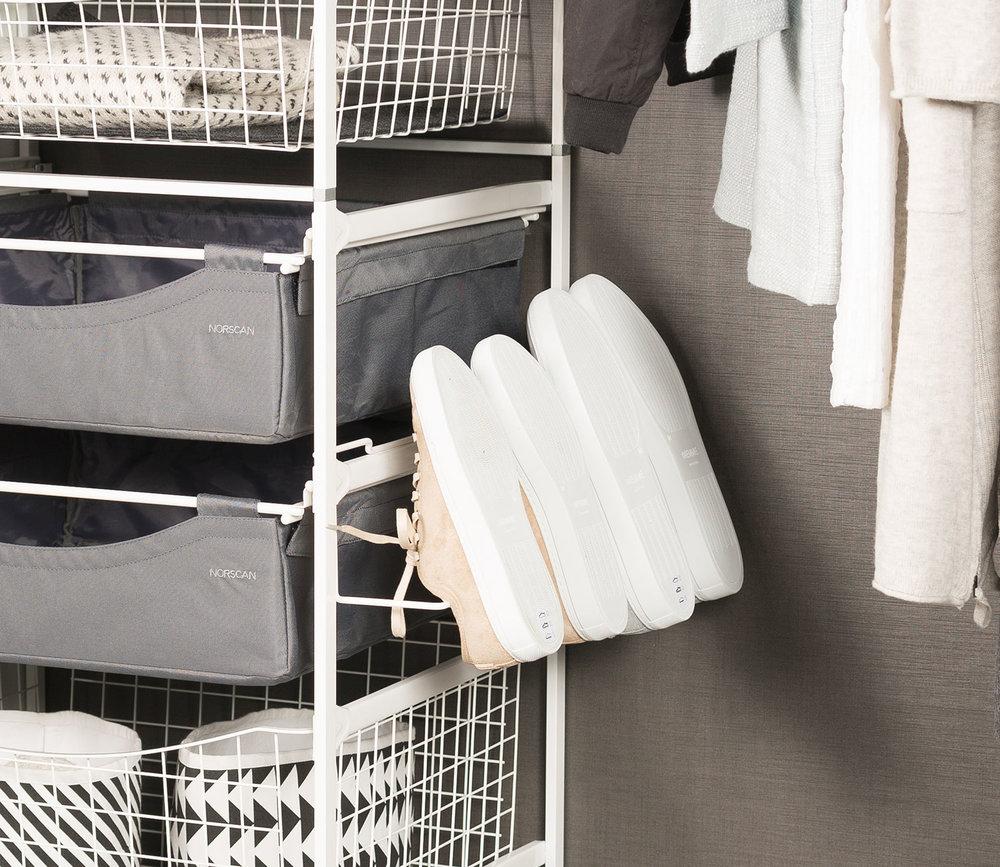 LEBA innredning garderobe ADDERA skoholder sidehengt trådkurv 1.jpg