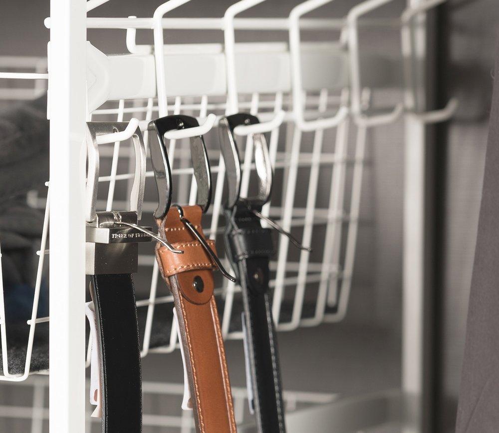 LEBA innredning garderobe ADDERA slips og belteheng sidehengt trådkurv stativ.jpg