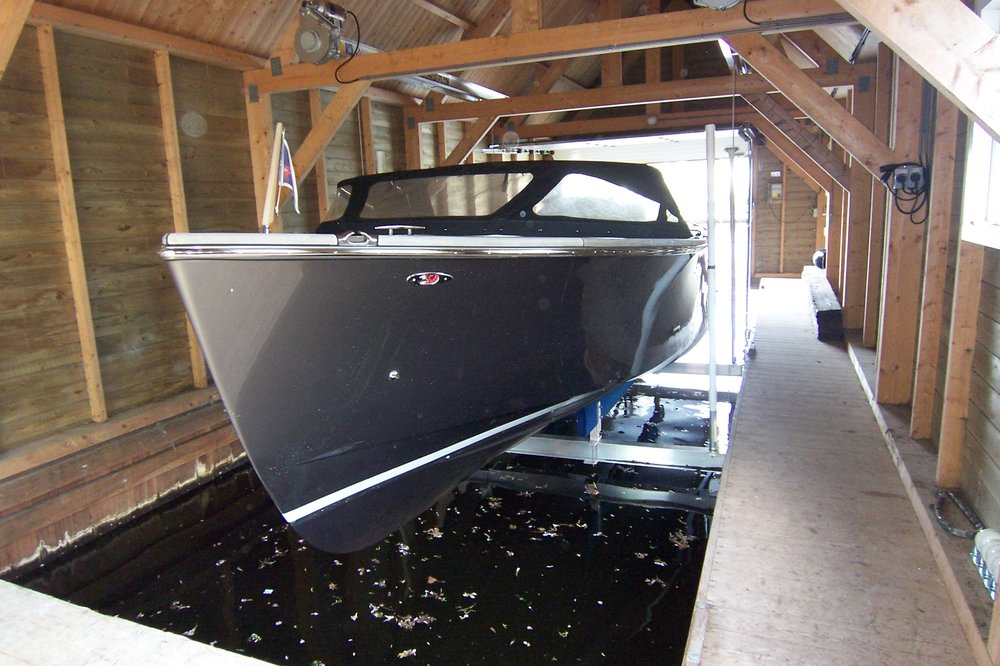 boat lift, boathouse lift, bootlift, boot lift, boatlifting systems, 4-post, bootslift, schiffshebewerk, bådehus lift, båd elevatorer, båd lift, elevador marítimo, boatlift, elevador de barcos
