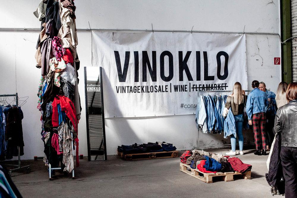 Ein typisches Pop-up Event von VinoKilo, wo Kleidung per Kilo verkauft wird
