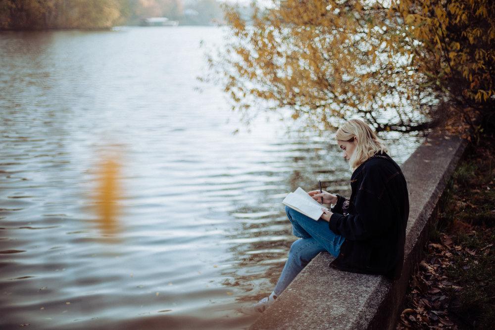 """""""Dass um Berlin so viel Land, Wälder und Seen sind und man einfach mal für einen Nachmittag rauskann, verschafft mir die nötige Ruhe, um aufzutanken und wieder Energie zu haben. Mit neuer Energie kommen dann auch neue Songs."""""""