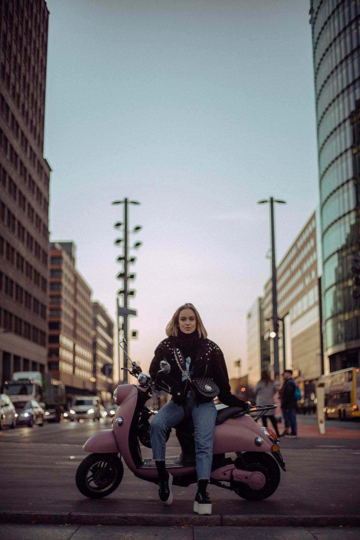 """""""Voor mij is Berlijn een charmante, ondeugende persoonlijkheid. Je moet gewoon van haar houden, ondanks al haar mysteries en donkere kanten."""""""