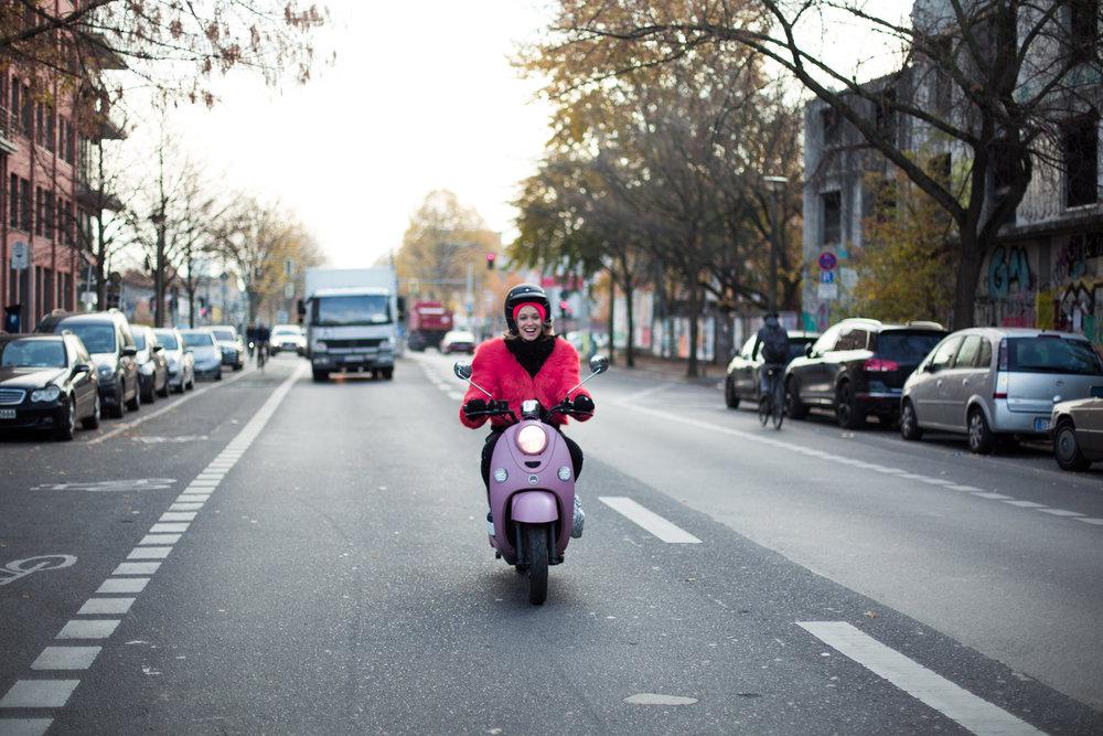 """""""Comme mon quotidien est très varié, mon scooter me permet d'aller d'un point A à un point B rapidement et avec souplesse, sans attendre inutilement."""""""