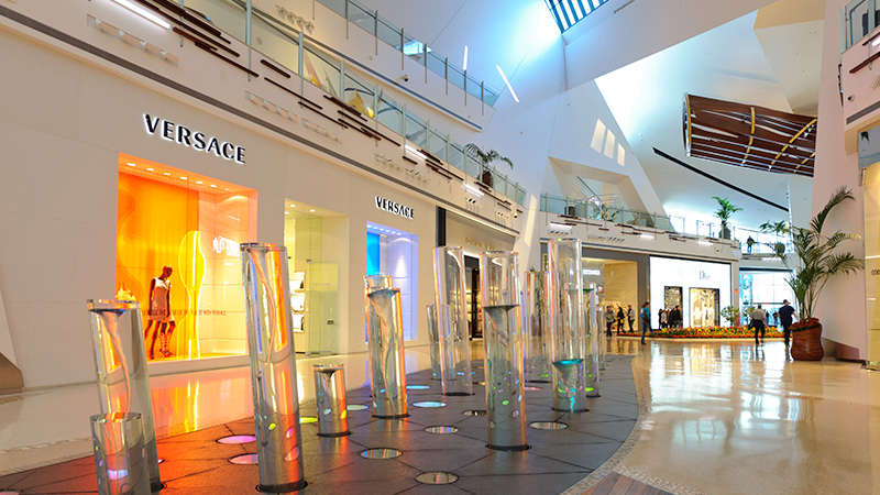 Versace- Shops at Crystals