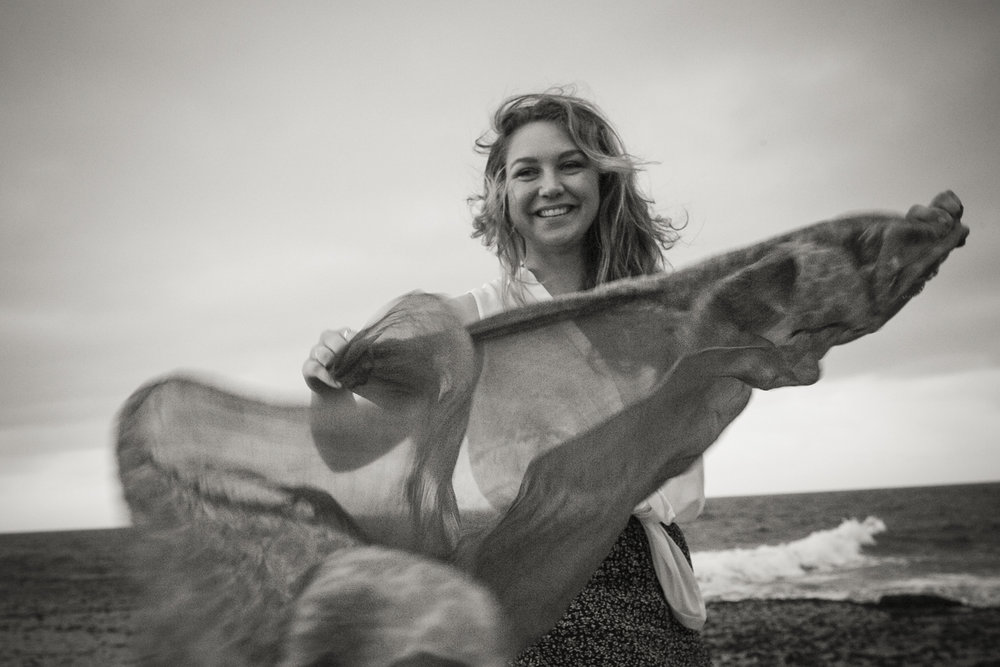 Photo of Kirsten Milenko at the beach - photography by Linda Warlond