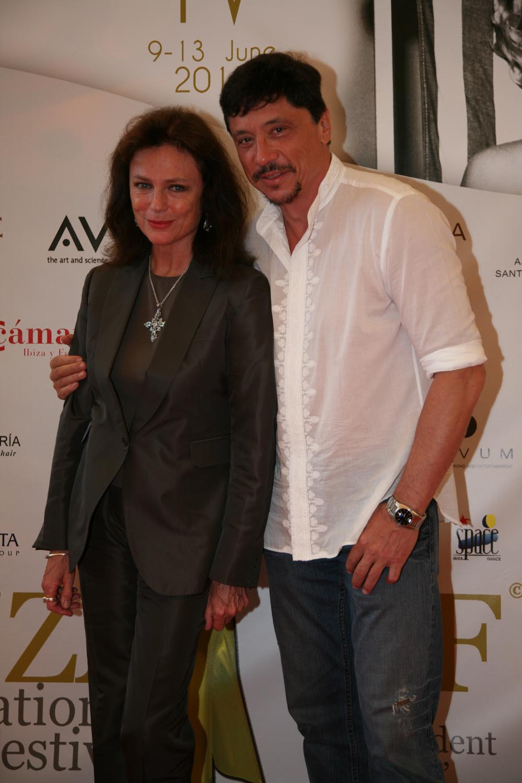 Jacqueline Bisset y Carlos Bardem.jpg