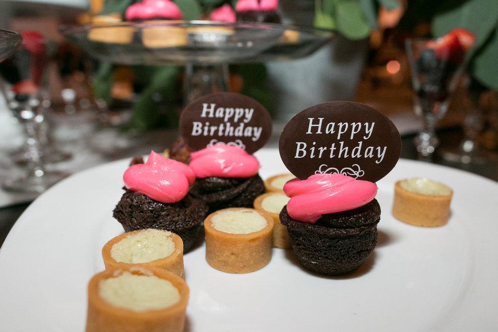 Custom cupcakes for dessert