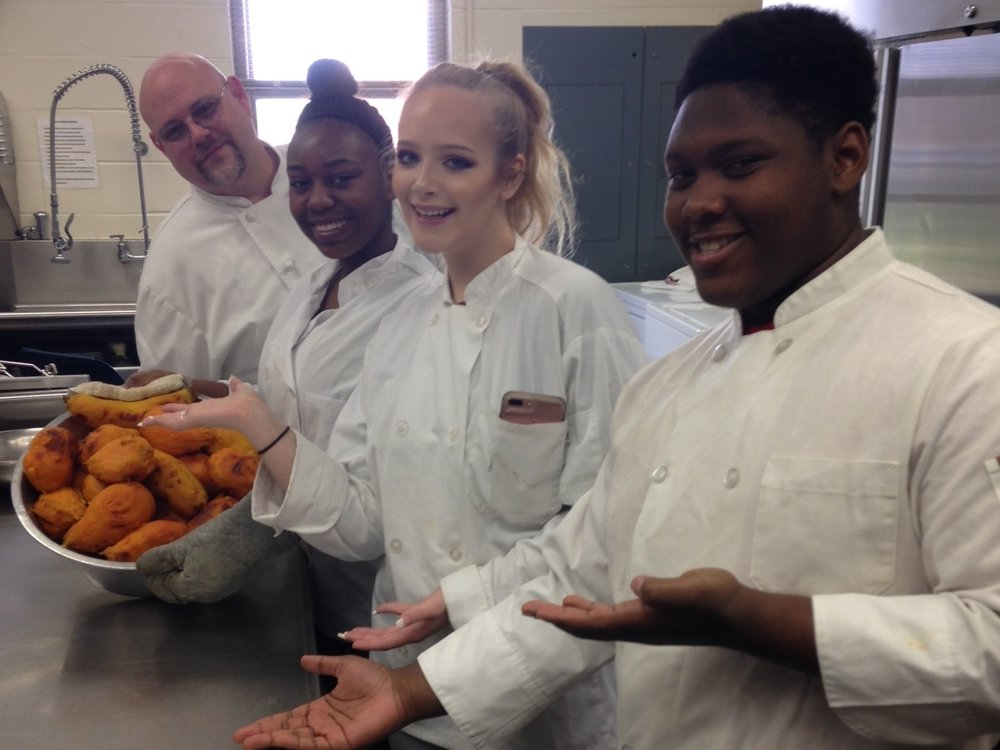 PENCIL Partner, Gaylord Chef, working with McGavock Students