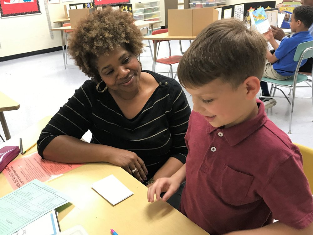 Literacy Partner working with MNPS student in Reading Clinic