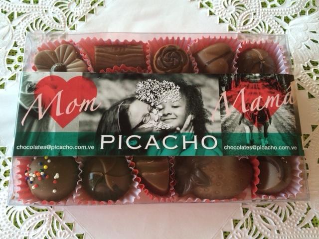 Obséquiale una caja de bombones y trufas variadas de chocolates Picacho. Un regalo clásico, fino e irresistible.