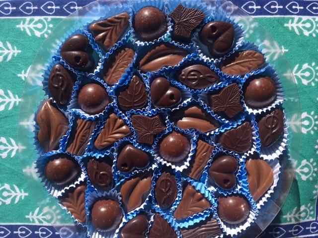 Solicita tu Bella de 35 bombones para celebrar con Mamáa chocolates@picacho.com.ve