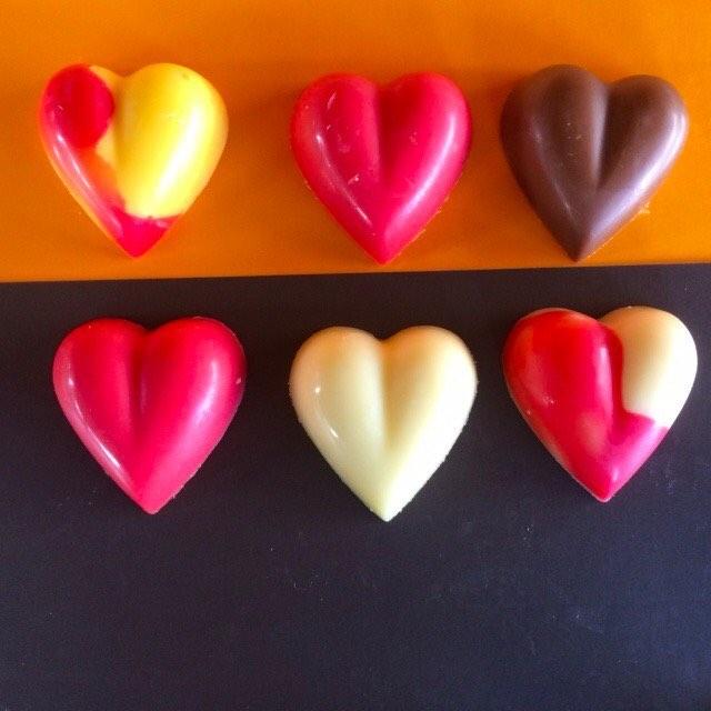 Corazones de chocolate Picacho corazones de #venezuelalibre #cacaovenezolano #galipan
