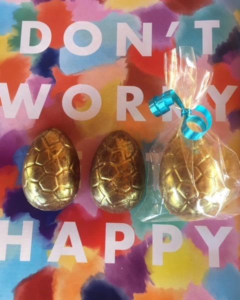 Las gallinitas de Galipan comenzaron a poner muchos huevos de chocolate para celebrar la Pascua #huevosdepascua #chocolate #galipan ##pascua #eastereggs