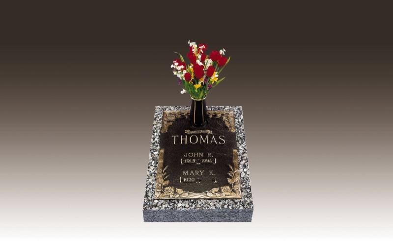 Bronze-Memorial_Thomas.jpg