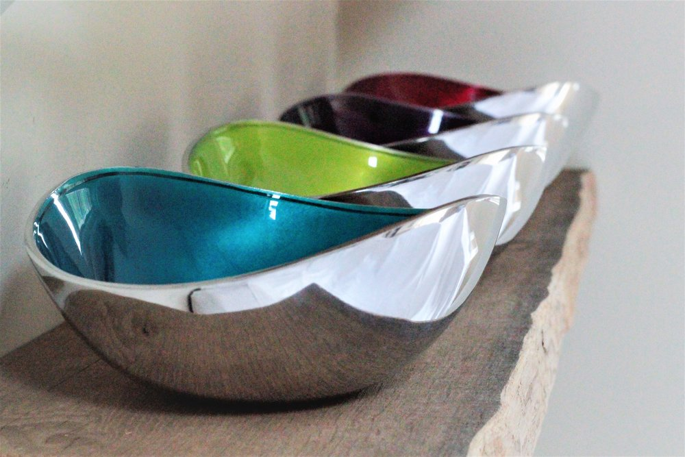 Bowls, pots & dishes… - A range of handmade beautifully finished bowls, platters and dishes. Our collection features wildlife artwork and vibrant colours. Made from recycled aluminium or bamboo by artisans from around the world.