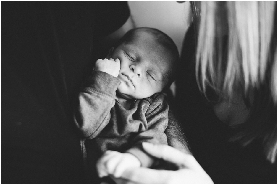 Lifestyle Newborn Session | Amore Vita Photography_0029