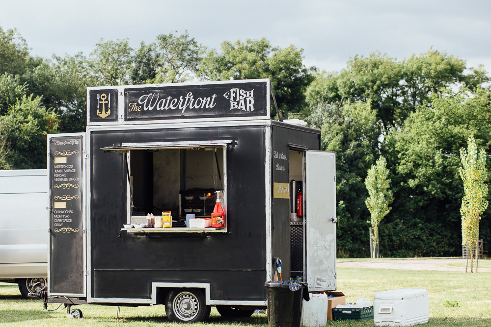 alternative-wedding-food-ideas-food-trucks