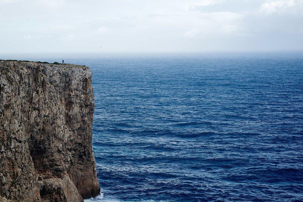 cliff-1031187_1920.jpg