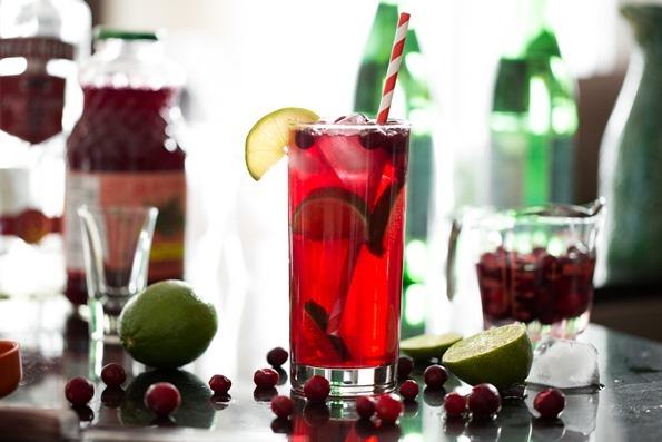 cranberrylimevodkasodacocktail-3723