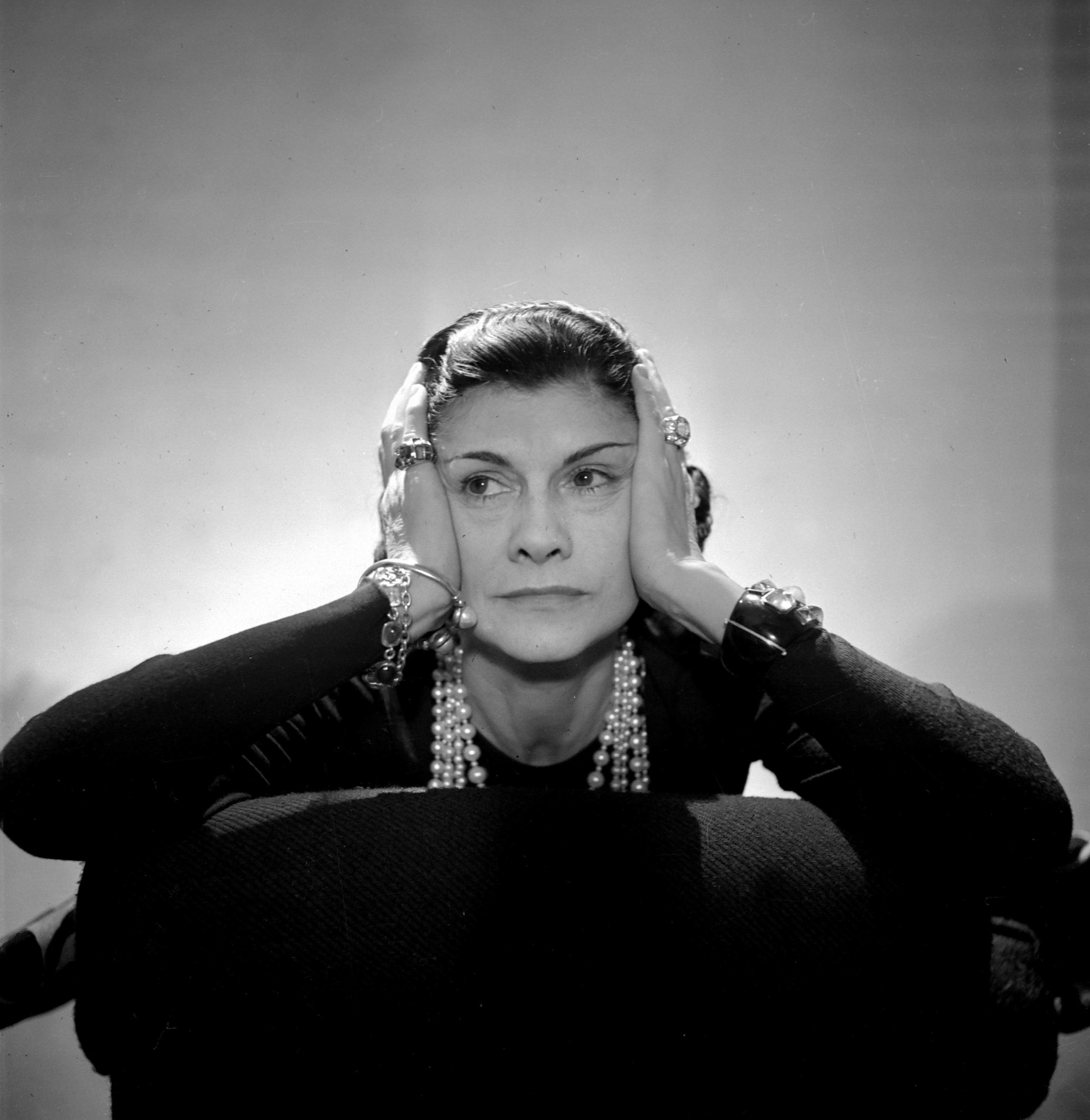 FRANCE - CIRCA 1936: Coco Chanel, French couturier. Paris, 1936. LIP-6958-108. (Photo by Lipnitzki/Roger Viollet/Getty Images)