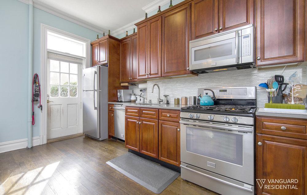 32-23-38th-kitchen.jpg