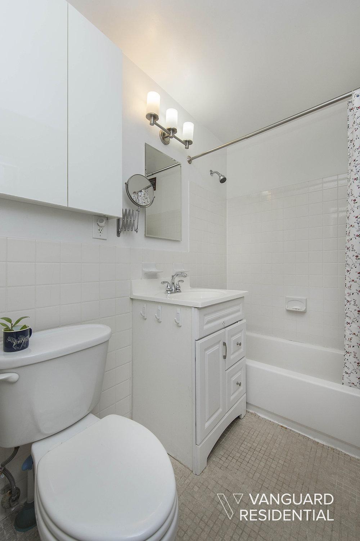 427-St-Johns-Pl-2B-bathroom.jpg