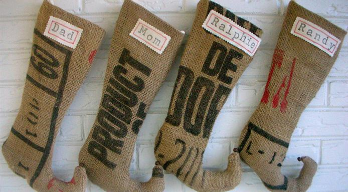l_3582_burlap-stockings.jpg