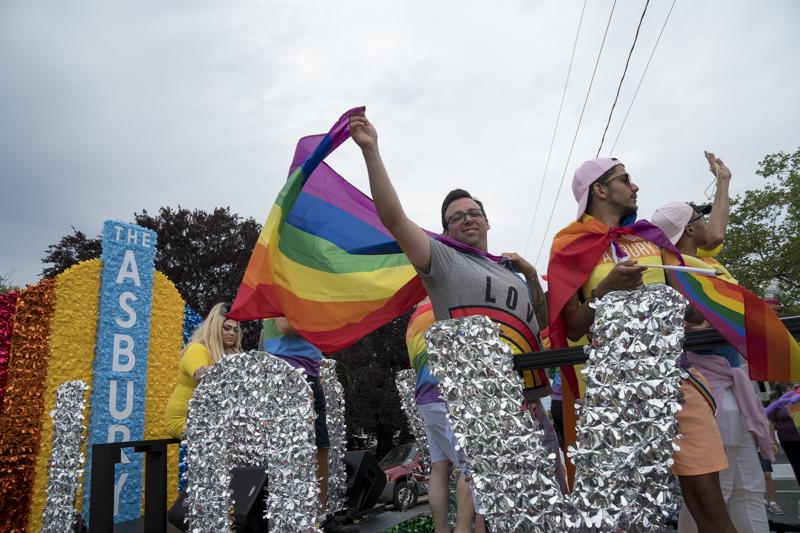 PrideParade-14.jpg