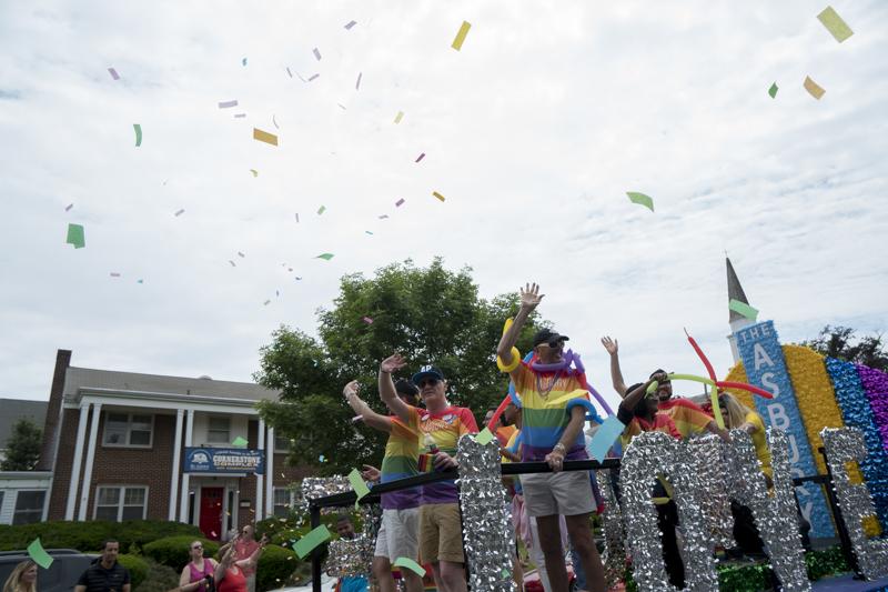 PrideParade-11.jpg