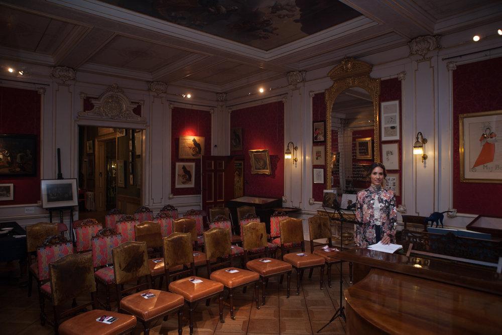 WNP Lege zaal en mimy piano.jpg