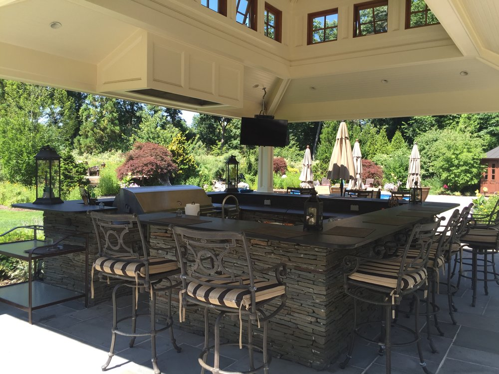 Outdoor kitchen patio in Mt. Sinai, NY