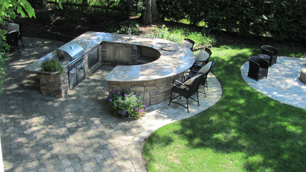 Snug Outdoor Kitchen Designs Perfect for Small Backyards in Babylon, NY