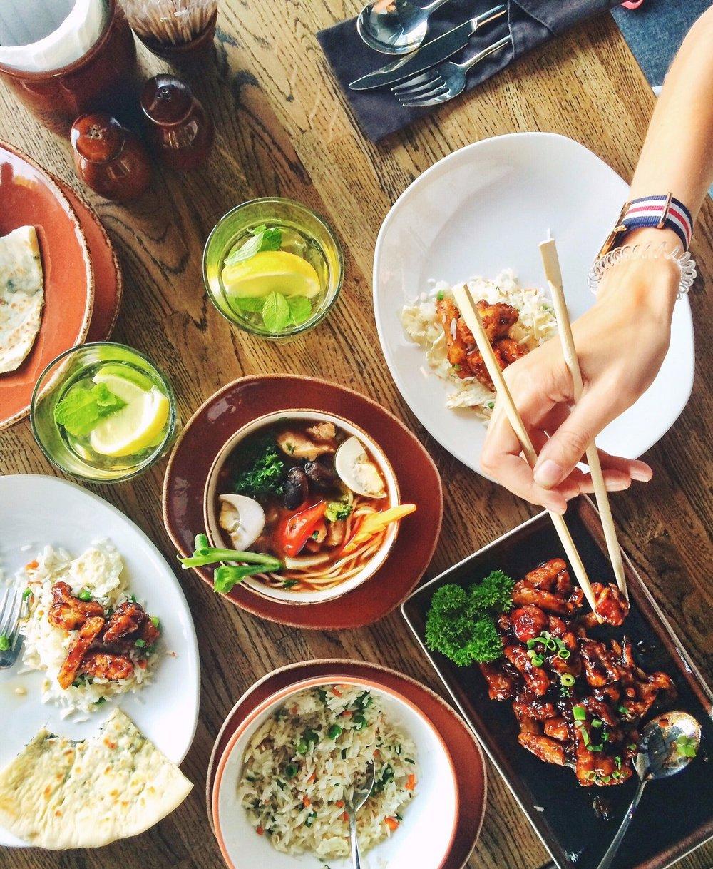 chopsticks-dinner-dish-33162.jpg