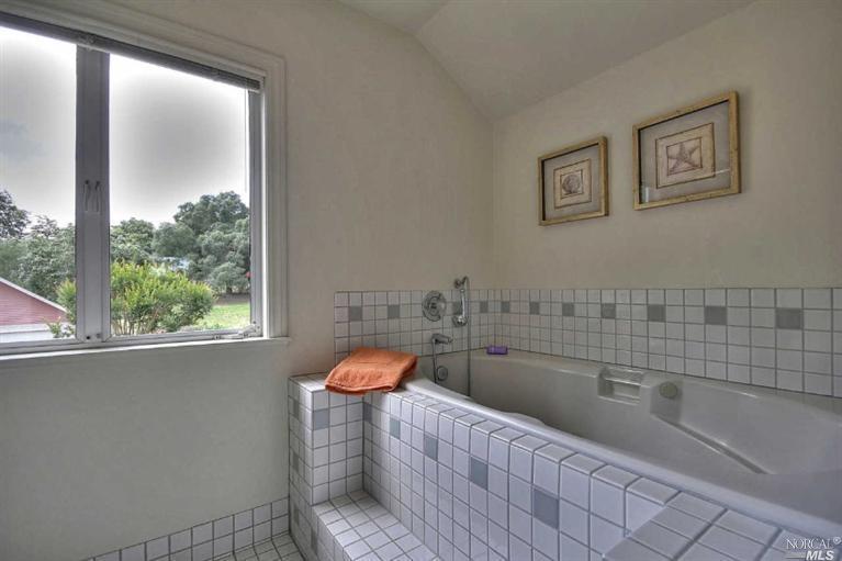 bath tub.jpg