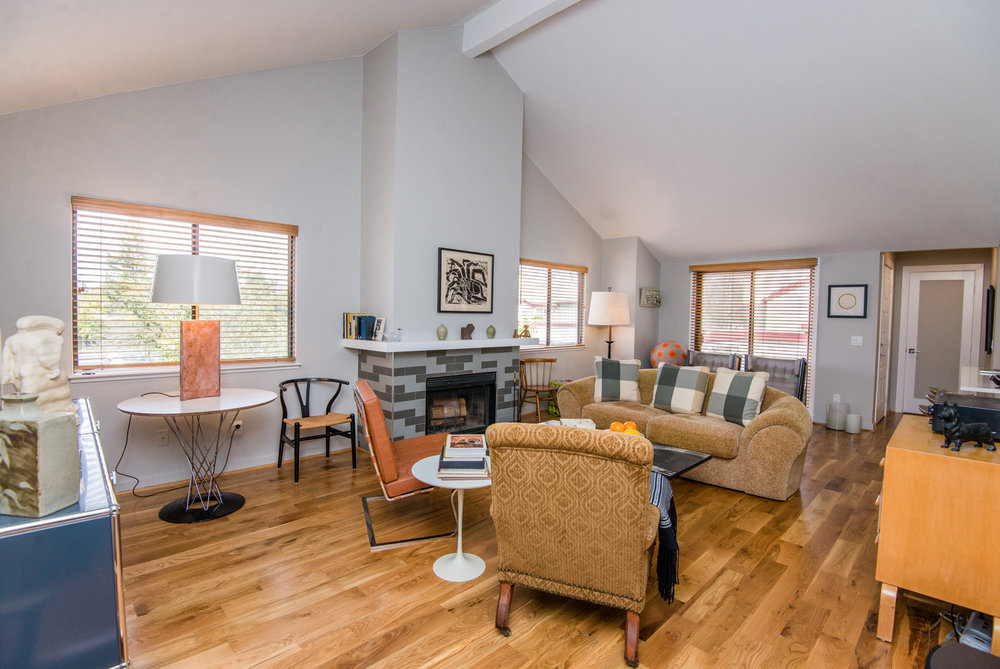 Welcome to 2563 Westberry! An end-unit condo completely renovated with thoughtful touches throughout.